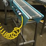 Metal belt food conveyor