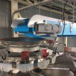 Conveyor feeding weigh scale