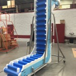 Cold temperature belt bucket conveyor for conveying ice