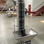 Vertical Z Conveyor with split belt for conveying two different parts